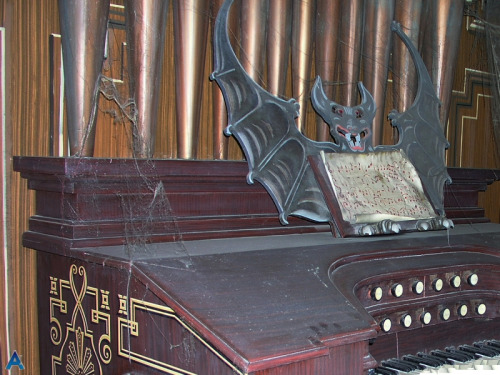 Haunted Mansion Foyer Organ Sheet Music : Grim organist